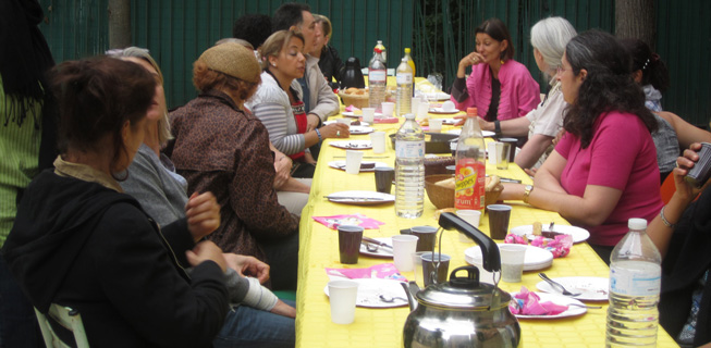 Au-delà de l'aide alimentaire, renouer le lien social